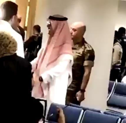بالفيديو.. سفير المملكة في لبنان يقف ميدانياً على إجلاء المواطنين من بيروت