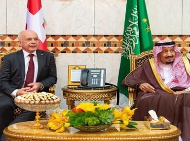 بالصور.. خادم الحرمين يعقد جلسة مباحثات رسمية مع رئيس الاتحاد السويسري