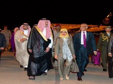 بالصور.. رئيسة سنغافورة تصل المدينة لزيارة المسجد النبوي الشريف