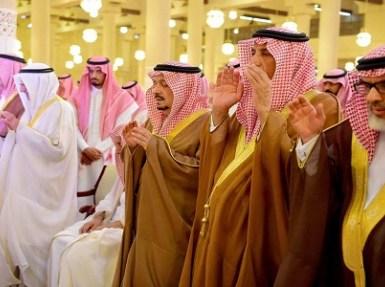 أمير الرياض يؤدي الصلاة على الأمير تركي بن عبدالله بن سعود ووالدة الأمير سلطان بن عبدالله – رحمهما الله –
