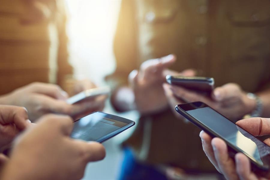 تحذير.. استخدام الهاتف الجوال لـ5 ساعات أو أكثر يؤدي للسمنة