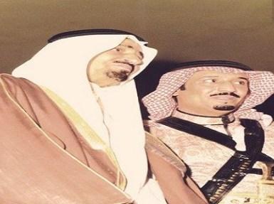 صور عفوية نادرة لخادم الحرمين الشريفين مع أخيه الملك خالد