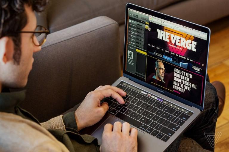 نسخة 16 إنش من MacBook Pro قد تتبنى شاشات MiniLED في العام المقبل