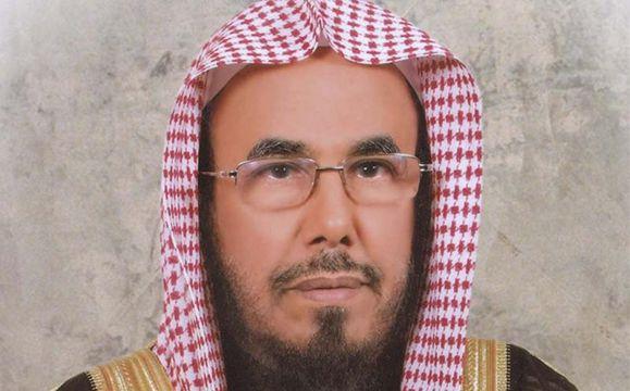 الشيخ المطلق يوضح حكم قص الحواجب.. والمنهي عنه
