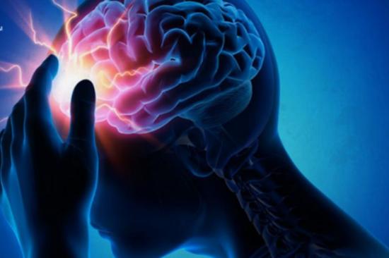 طبيب يكشف عن علامات تشير إلى حدوث السكتة الدماغية.. و6 نصائح لتجنّبها