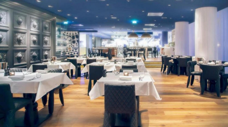 10 نصائح مهمة لتجنب الإصابة بـ«كورونا» في المطاعم