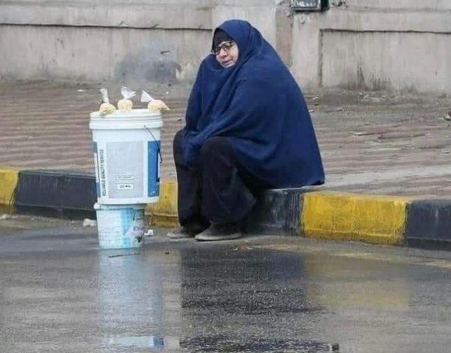 """مصر .. """"سيدة المطر"""" تجتاح وسائل التواصل الاجتماعي والسلطات تتحرك – صور"""