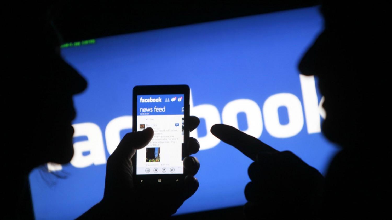 خطوات بسيطة لاكتشاف كل ما يعرفه عنك «فيس بوك» من معلومات