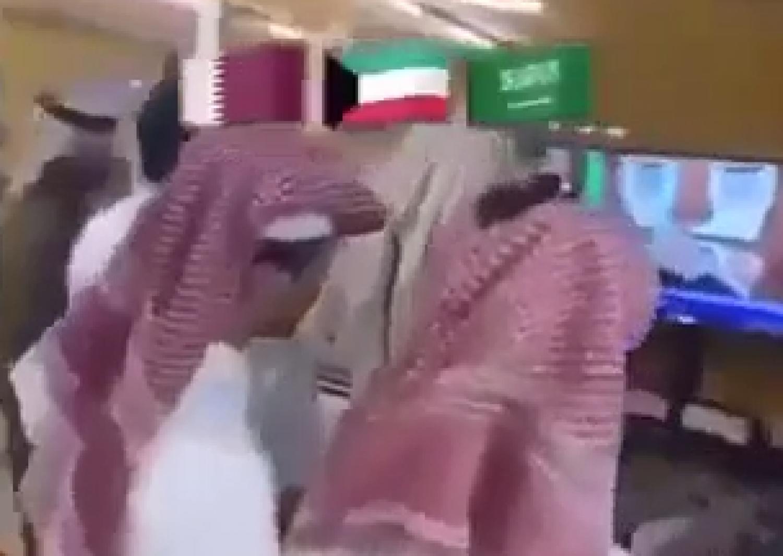 بالفيديو.. فرحة الشعب القطري بفتح الأجواء والحدود مع السعودية