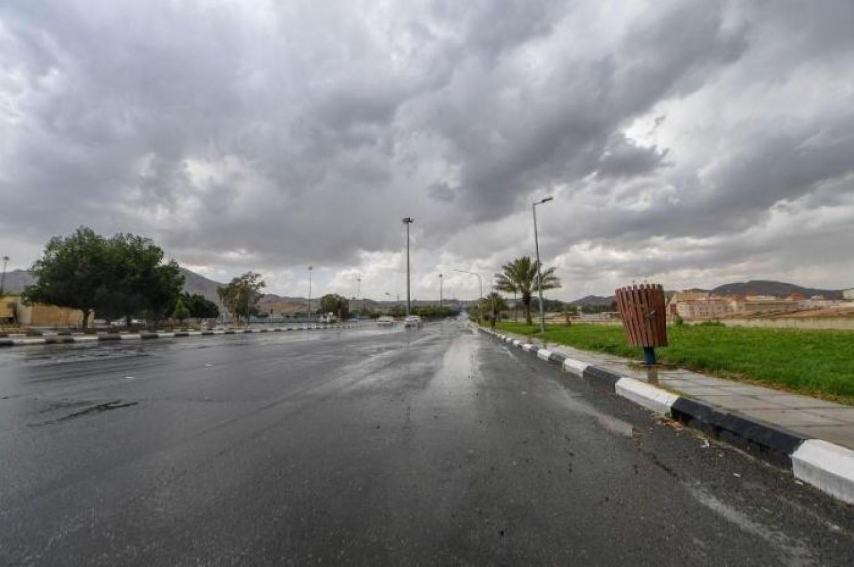 «الأرصاد» تتوقع: هطول أمطار رعدية بدءاً من الغد.. و«الدفاع المدني» يحذر من المخاطر